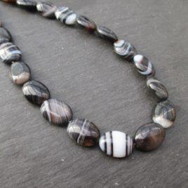 Agate zonée noire : perles ovales plates de 14 mm * 10 mm